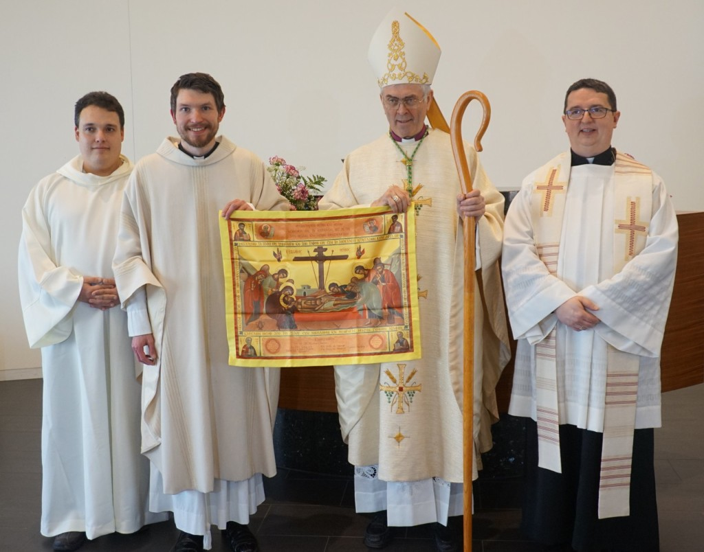 6_Newly_ordained_with_antimins_DSC01790_compressed